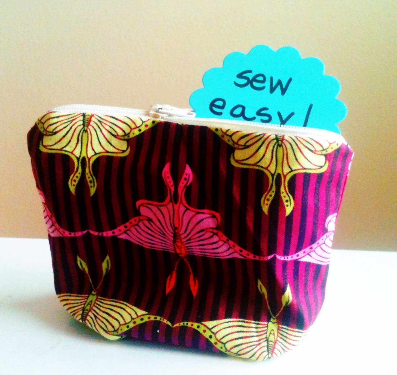 Lined Zipper Pouch Tutorial - SO easy! | So Sew Something!