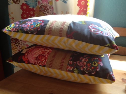 zippered pillow 19b